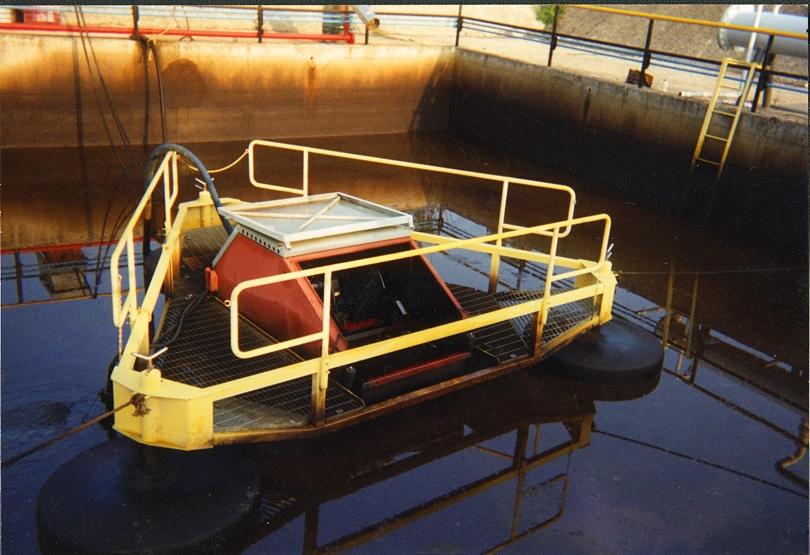 Oil skimmer model M4 120-01P - n.10 with walkable floating platform in painted carbon steel, ATEX Zone 1