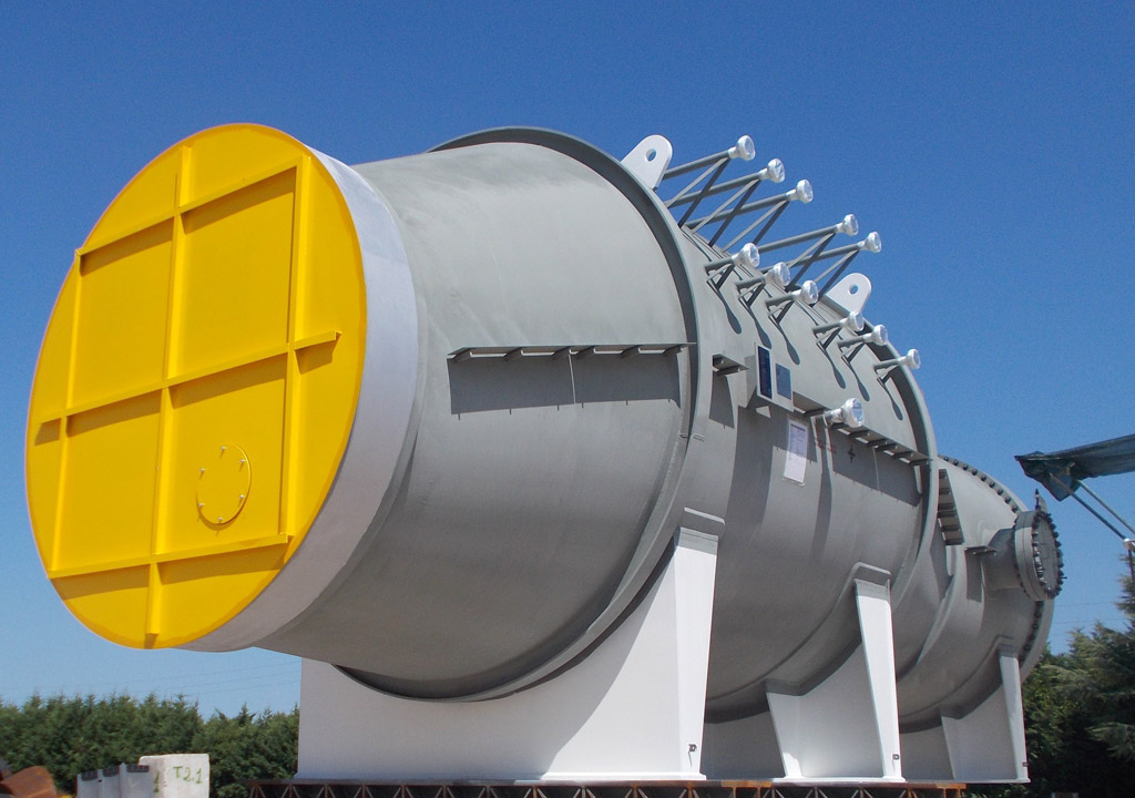 Waste Heat Boiler (Kettle type) in SA 516M Gr.70 at Omsk plant – Size: 12.030 x 3.910 mm; 106 t - Russia