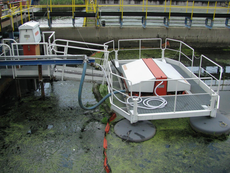 Oil skimmer model M6 120-01P - n.6 discs with walkable floating platform in painted carbon steel, ATEX Zone 1